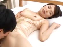 60代の熟女にクンニでペロペロ 還暦を迎えてもあそこは名器のおばさんに膣内射精