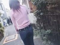 おもらし性癖を持つ女の子はジーパンを履いたままおしっこをする