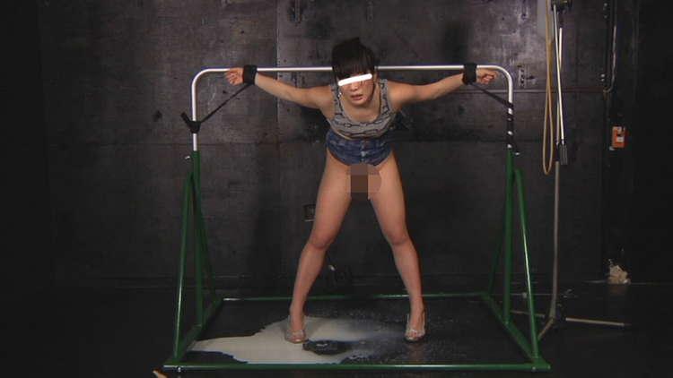 牛乳浣腸を噴射する女子6