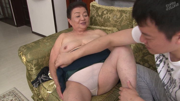 80代のおばあさんと中出しセックス…3